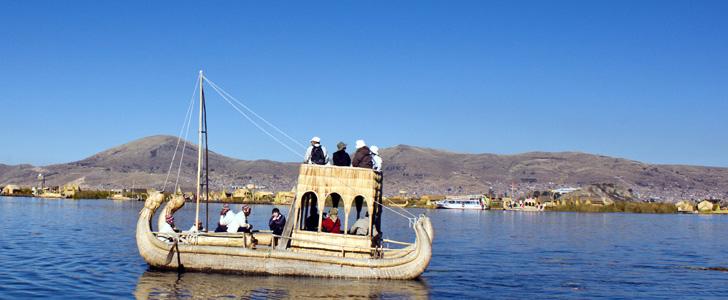 Titicacabåt turister SLIDER